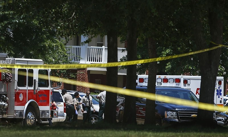 Shelby County Sheriffu2019s deputies work the scene where four young children were fatally stabbed at the Greens of Irene apartment, Friday, July 1, 2016 in Memphis (AP Photo)