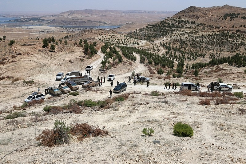 Fighters of Manbij military council and Syria Democratic Forces gather in the southern rural area of Manbij, in Aleppo Governorate, Syria May 31, 2016. (Reuters)
