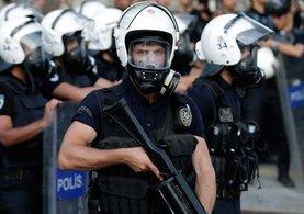 Kahraman Türk polisinden Interpol'e FETÖ dersi!