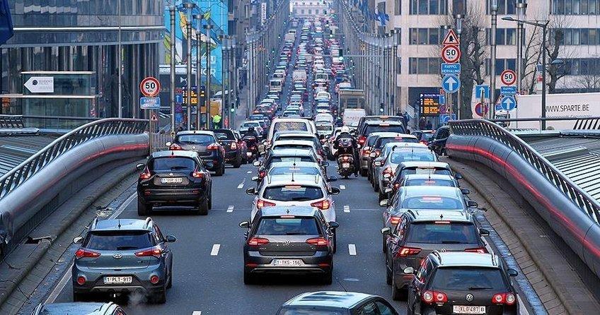 Brüksel'de toplu taşıma grevi trafiği kilitledi