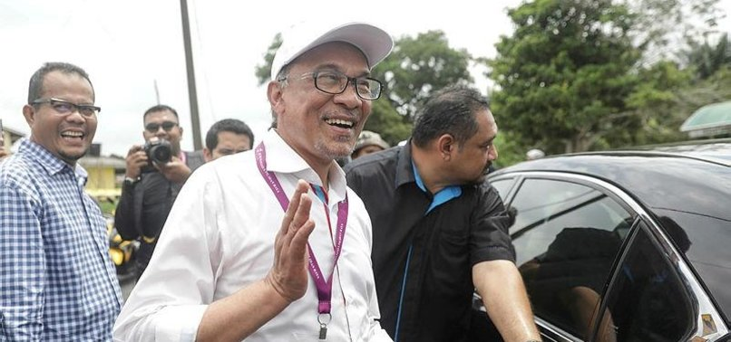 MALAYSIAS ANWAR SET TO RETURN TO FRONTLINE POLITICS IN BY-ELECTION