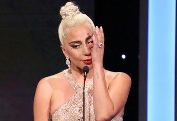 Lady Gaganın göz yaşları!
