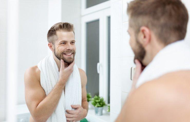 Erkekler de kadınlar gibi cilt bakımına önem vermelidir. Kışın soğuklarla birlikte cilt bakımı daha da ön plana çıkıyor. Hava şartlarının değişmesi ve rüzgarın devreye girmesiyle birlikte cildiniz de kurumaya başlıyor.