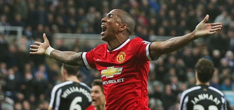 ASHLEY YOUNG SIGNS NEW MAN UTD DEAL