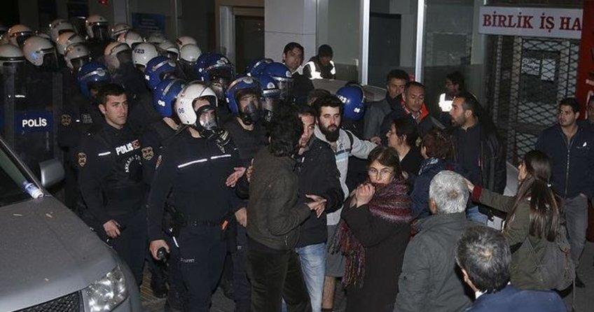 CHP'li vekiller polisi engellemeye kalktı