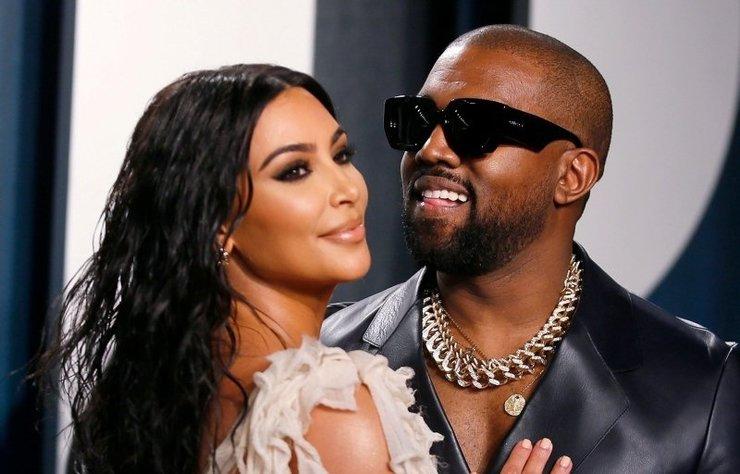"""Kanye West, ilginç bir hediyeyle eşi Kim Kardashian'ın """"zenginliğini"""" kutladı."""