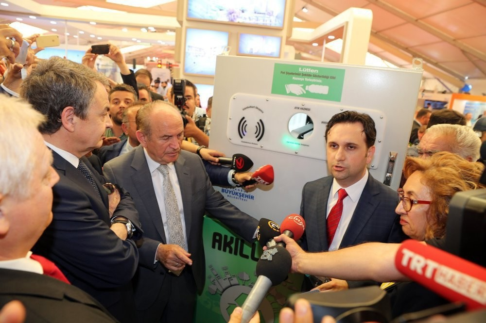 Istanbul Mayor Kadir Topbau015f welcomed 150 metropolitan mayors on Wednesday at the opening of the Smart City Expo.