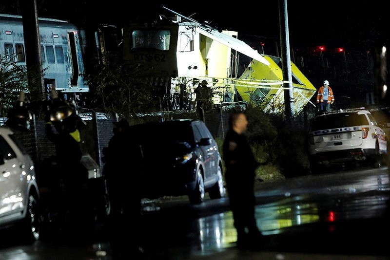 Emergency responders work near a train that sits derailed near the community of New Hyde Park on Long Island in New York, at least 33 injured, Oct. 9, 2016. (REUTERS Photo)