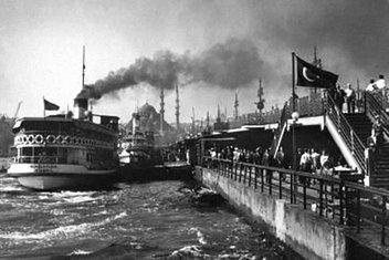 İstanbulun Altın Boynuzunu aşan köprü