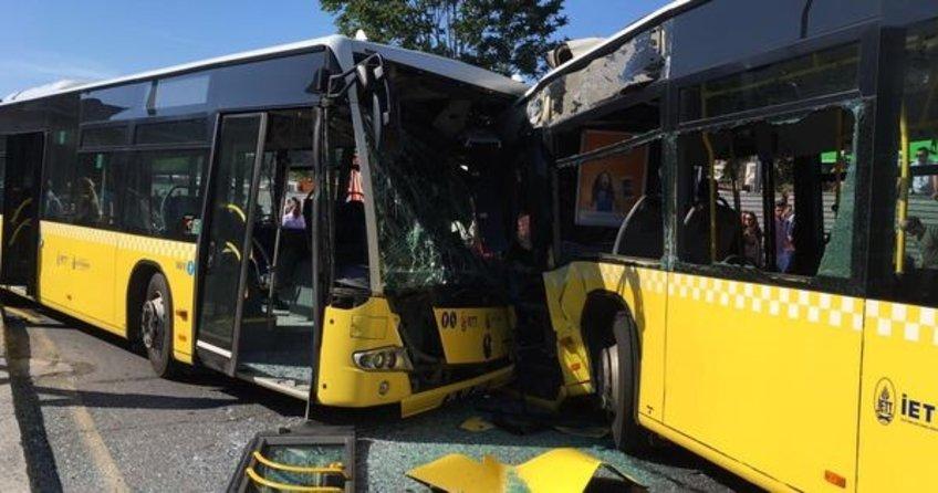 Kafa kafaya çarpışan metrobüsün şoförü hayatını kaybetti