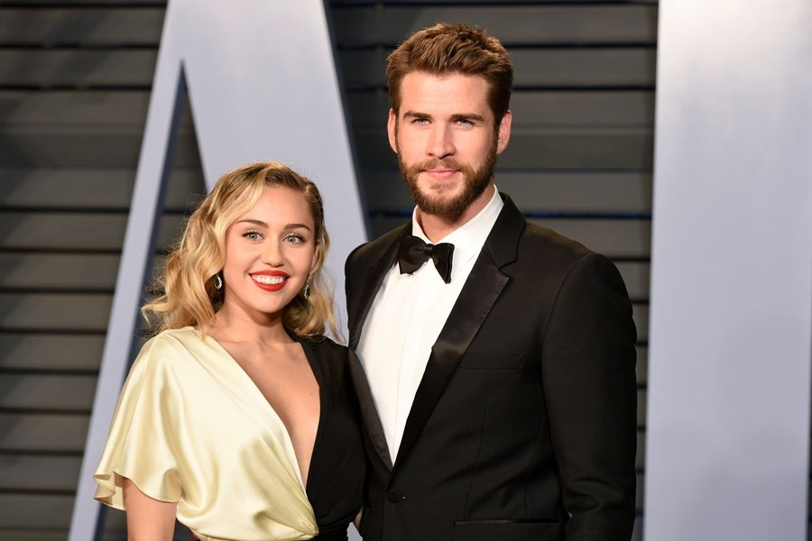 MİLEY CYRUS İLE LİAM HEMSWORTH EVLENDİ