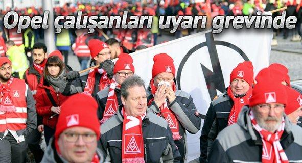 Opel çalışanları uyarı grevinde