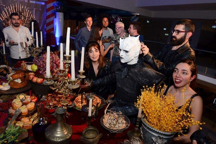 Game of Thrones etkinliğinde yüzlerce kişi final sezonuna 'merhaba' dedi