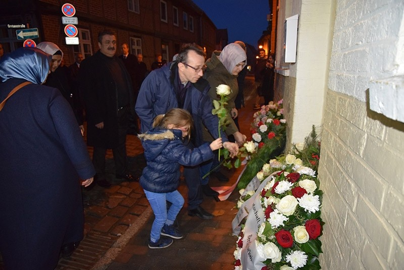 People to commemorate the victims in front of their house in Mu00fchlenstrau00dfe 9, Mu00f6lln. (AA Photo)