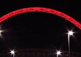 Türkiye için İngilizler Wembley'i kırmızıya boyadı