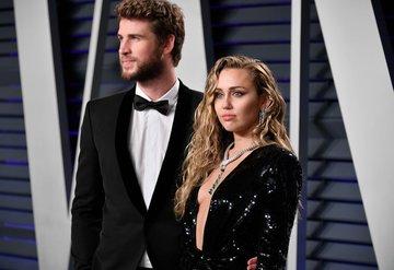 Miley Cyrustan Liam Hemsworthe göndermeli dövme!