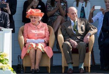Kraliçe Elizabeth ve Prens Philip 73. evlilik yıl dönümlerini kutluyor