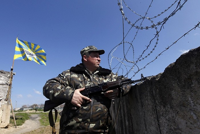 A Ukrainian serviceman stands guard at a Ukrainian military base in the Crimean town of Belbek March 21, 2014. (Reuters Photo)