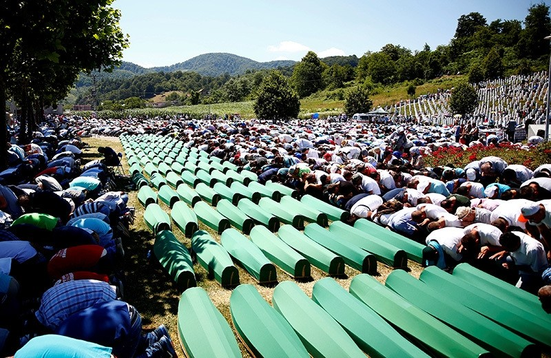 Muslim men pray in front of coffins during mass funeral in Potocari near Srebrenica, Bosnia and Herzegovina July 11, 2016. (Reuters Photo)