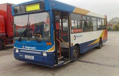 Hurda otobüsü lüks bir araca dönüştürdüler