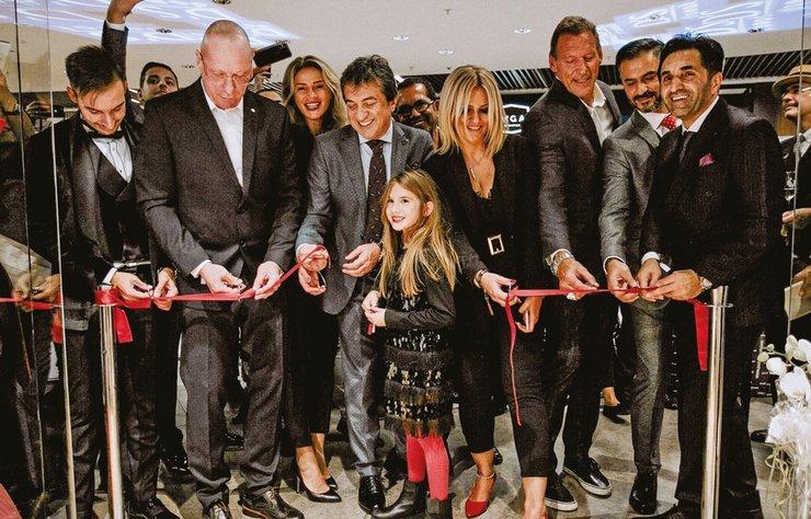 Moda dünyasının sevilen erkek giyim markası D'S Damat'ın Almanya Mannheim şehrinde yeni açılan mağazası renkli anlara sahne oldu.