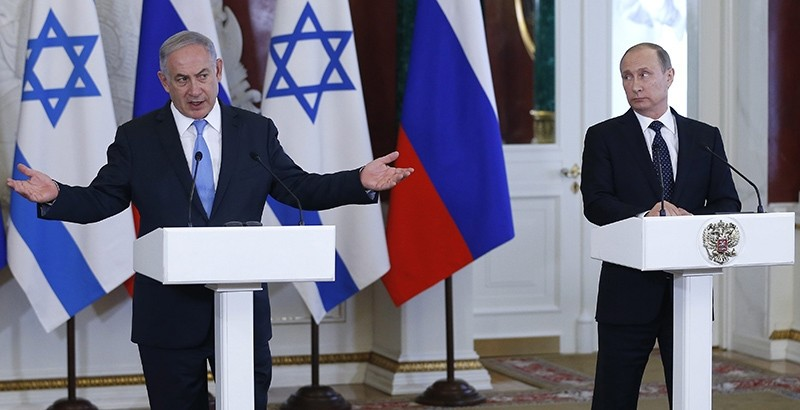 Israeli Prime Minister Benjamin Netanyahu (L) and Russian President Vladimir Putin (R) attend a joint news conference following their talks in the Kremlin in Moscow, Russia, 07 June 2016 (EPA Photo)