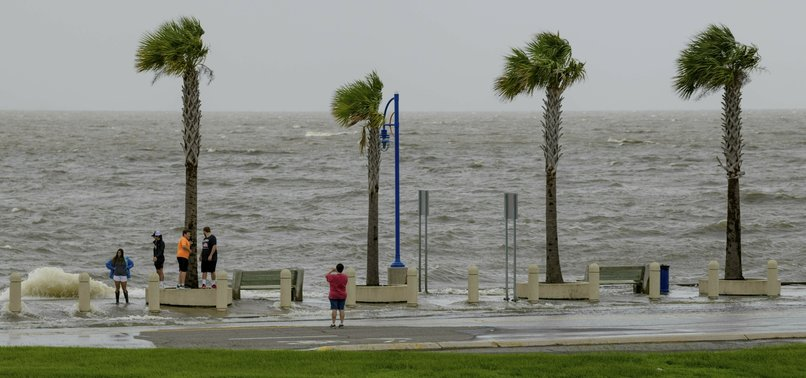 TROPICAL STORM STRENGTHENS AS IT NEARS LOUISIANA