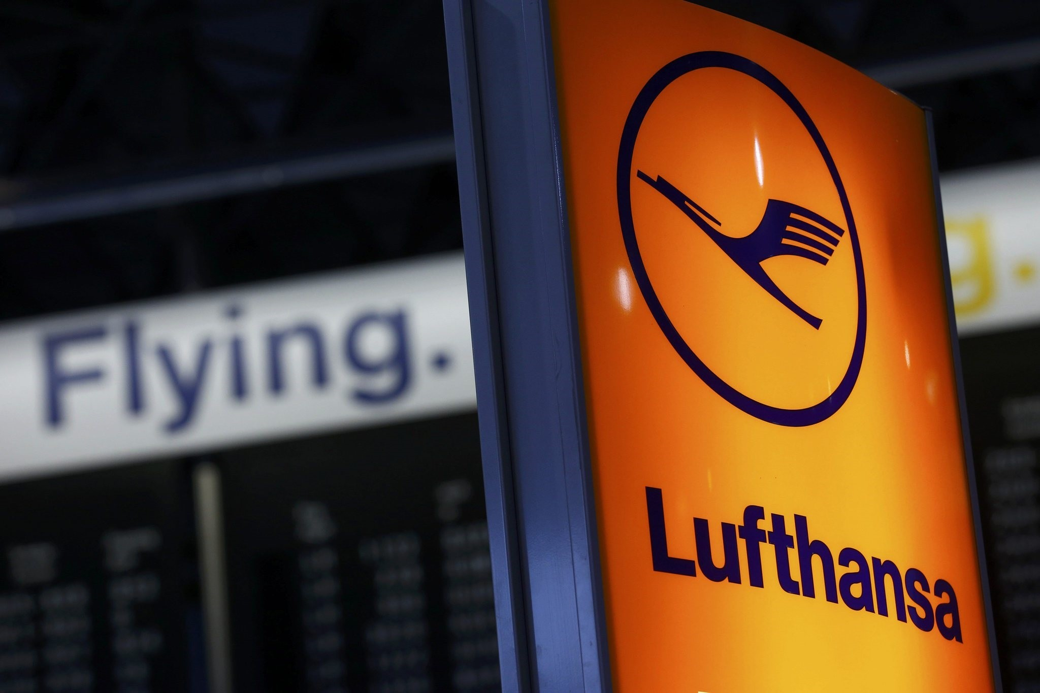 A Lufthansa airline logo is pictured in Frankfurt airport, Germany, November 6, 2015. (REUTERS Photo)