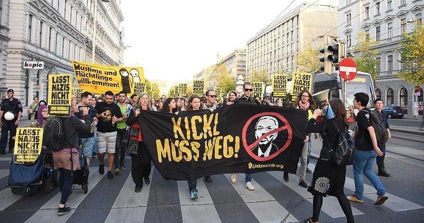 Avusturya'da İçişleri Bakanına protesto