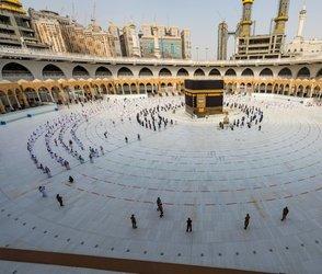 Saudis consider barring overseas haj pilgrims