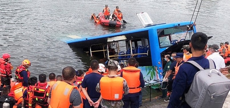 21 DIE IN CHINA BUS CRASH