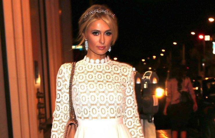Paris Hilton, ABD'li aktör Chris Zylka ile aşk yaşdığını birlikte çekilen samimi pozlarının sosyal medya hesabından paylaşarak herkese ilan etti.