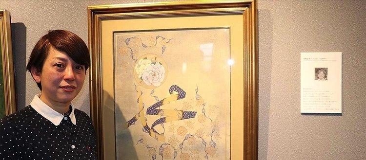 Japon müzehhip Fumiko, eserinde Hz. Muhammed'in ismi ile gül motifini birlikte resmetti