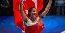 Yasemin Adar wins gold in wrestling championships