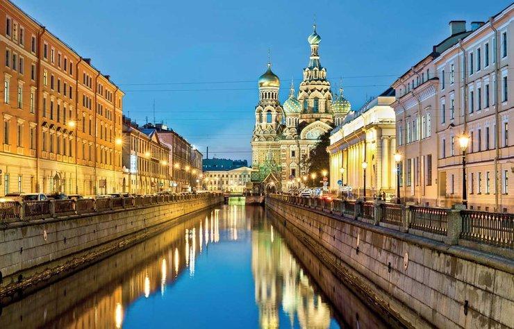 Dünya Kupası maçlarıyla gündemde olan Rusya'nın en güzel şehirlerinden St. Petersburg'u keşfetmenin şimdi tam zamanı. Çünkü bugünlerde şehirde hem çok güzel maçlar izleyebilirsiniz hem de en uzun günlerin keyfini çıkarabilirsiniz.