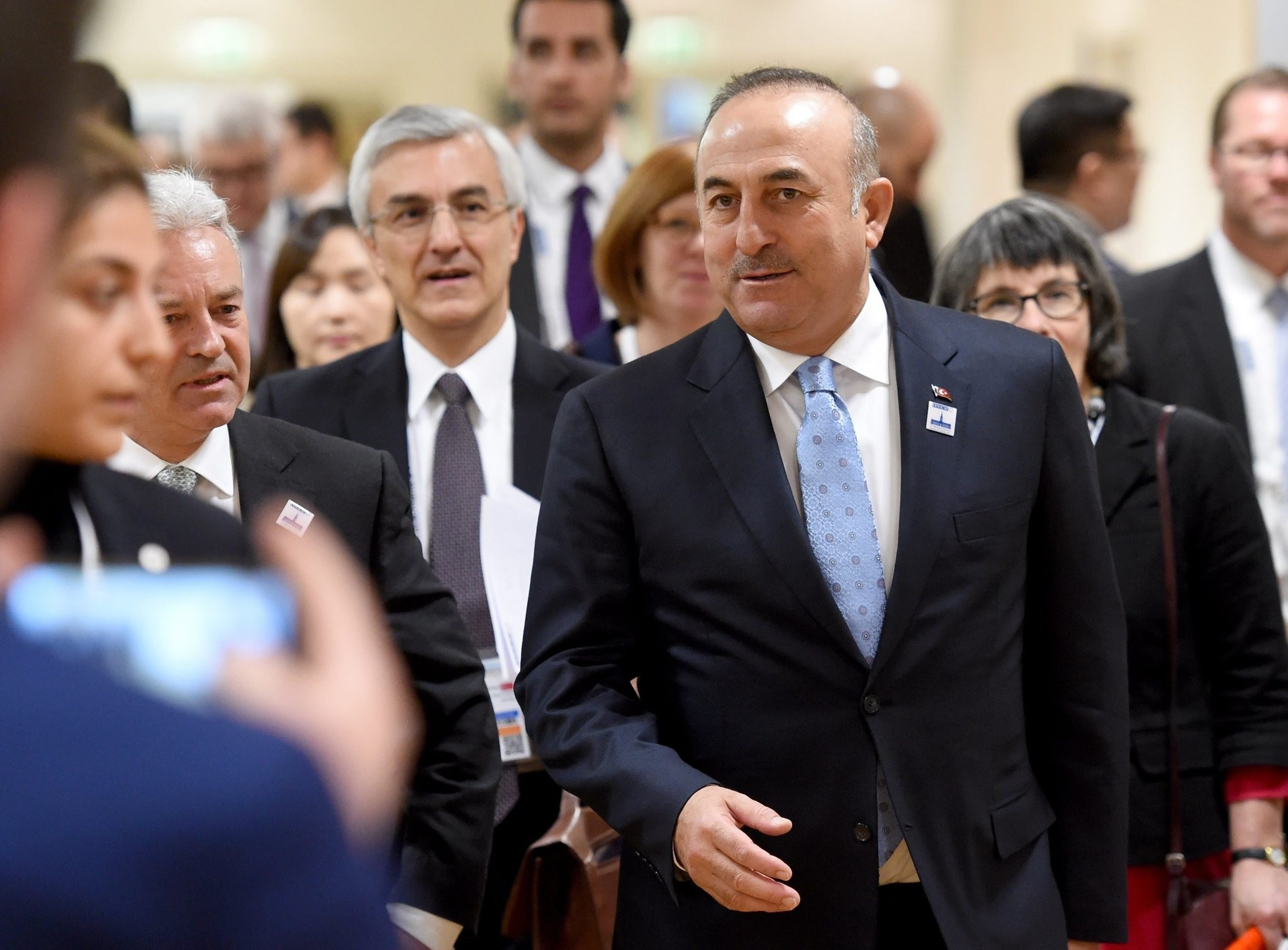FM Mevlut Cavusoglu (C) and British Minister of State for Foreign and Commonwealth Affairs Alan Duncan (2-L) attend for the OSCE ministerial council in Hamburg. (EPA Photo)