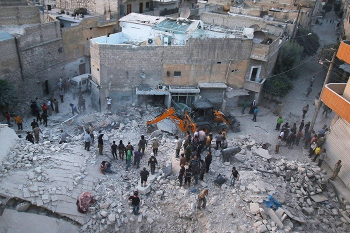 Men inspect damage after an airstrike on Aleppo's rebel held al-Hallak neighbourhood, Syria June 2, 2016. (Reuters Photo)