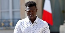 'Hero' Malian saves child, 4, in spectacular Paris rescue
