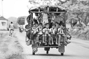 Geleceğin büyüklerinin zorlu okul yolculukları