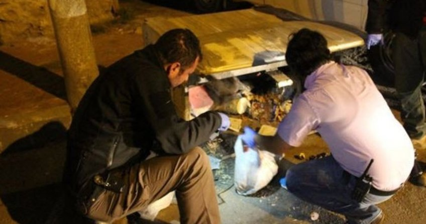 Çöpte bulduğu bomba elinde patladı!