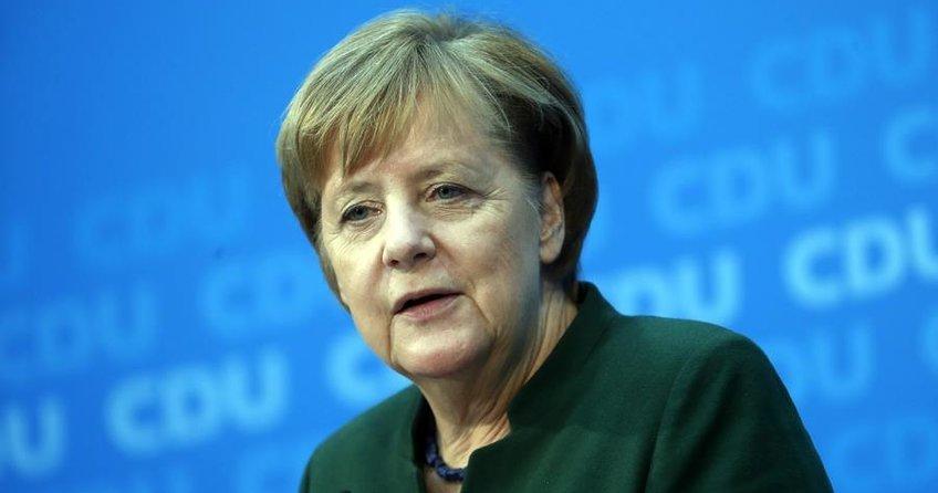 Merkel: SPD ile görüşmeler yapmaya hazırız