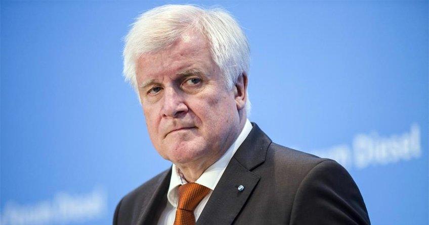 Seehofer, başbakanlığı bırakıyor