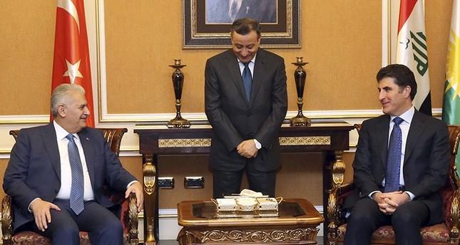 Prime Minister Binali Yıldırım, left, and KRG Prime Minister Nechirvan Barzani speak during a meeting in Irbil, Iraq, Sunday, Jan. 8, 2916 (AP Photo)