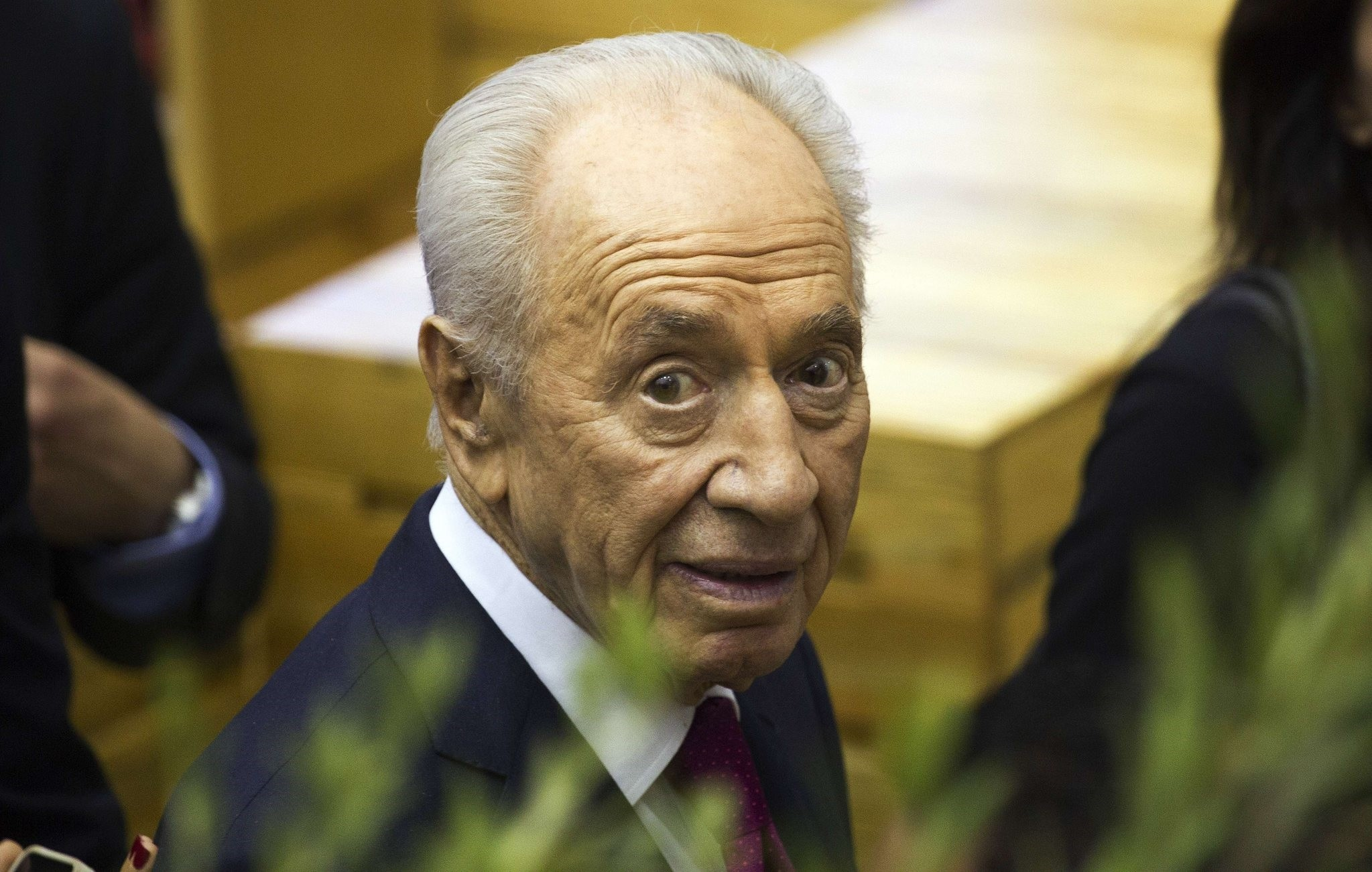 Shimon Peres, President of Israel and Nobel Peace Prize 1994 laureate, arrives at the International Book Fair in Guadalajara, Mexico, on November 30, 2013. (AFP Photo)
