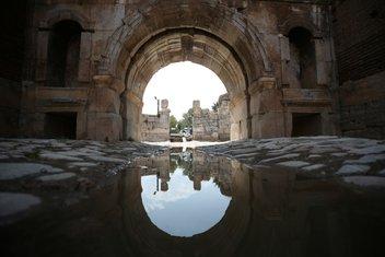 Asırlık medeniyetlerin üzerinden geçtiği yollar