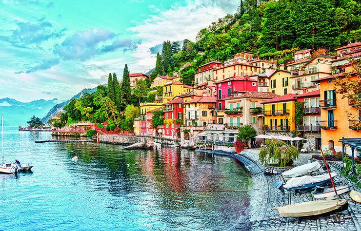 İtalya'nın dünyaca ünlü gölü Como, huzurlu ve lüks tatilin en iyi adreslerinden biri. Göl ile aynı adı taşıyan küçük kasaba, çok şık butik otellere, çok güzel restoranlara ve birçok ünlü markanın butiklerine ev sahipliği yapıyor.