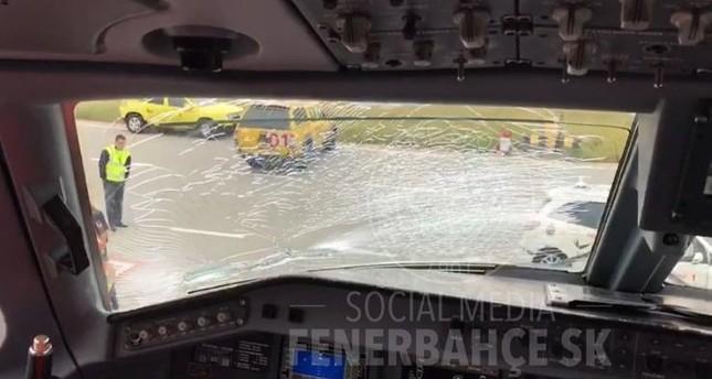 Fenerbahçe plane makes emergency landing in Budapest after bird strike, no injuries