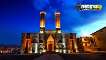 Çifte Minareli Medreseye Turist İlgisi