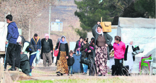 Refugees, terrorism & sharing of water resources are just a few of many issues of discussion between neighbors Iraq & Turkey. This picture shows Yazidi refugees from Iraq carry their belongings on Jan. 3 in Diyarbakır as they change their camp.