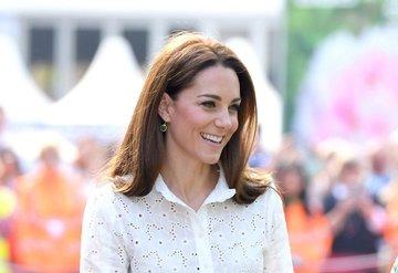 Düşes Kate Middleton gerçekten çok mu sakar?